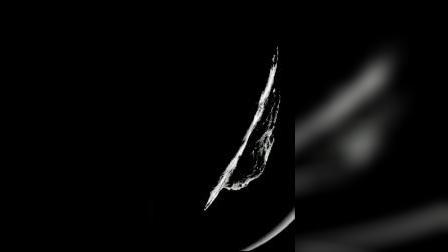 土卫十八,1990年被旅行者2号发现,有着碟状的外形!