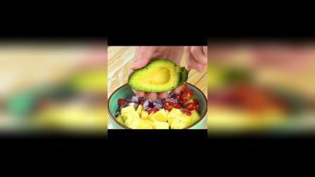 菠萝牛油果也能搭配在一起?这样吃真的绝了,一般人都不知道