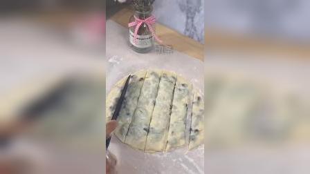 蜜豆辫子面包,酥脆香甜爽口#美食