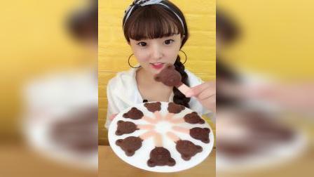 小姐姐直播吃:小熊巧克力饼干