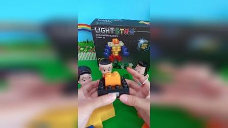 小猪佩奇玩具:小头爸爸买的发光机器人夜灯全家都喜欢