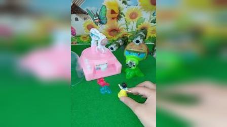 小猪佩奇玩具:猪爸爸坐着婴儿车,还让猪妈妈推他