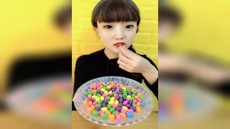萌姐吃播:吃巧克力豆,一口下去超过瘾