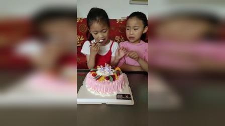 童年乐趣:小蛋糕看着真好吃