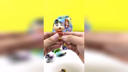 小公主苏菲亚玩具包包里很多玩具
