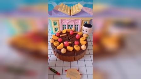 今天是围裙妈妈的生日,大头要给妈妈做蛋糕,你帮妈妈准备过吗?