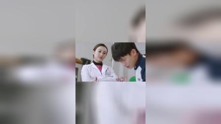 """超甜""""韩菲撞倒吴景昊,贴心公主抱"""