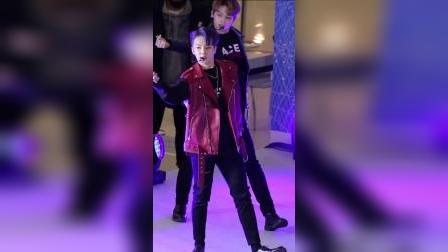 Hoshi +Love牛奶节小哥哥舞蹈表演