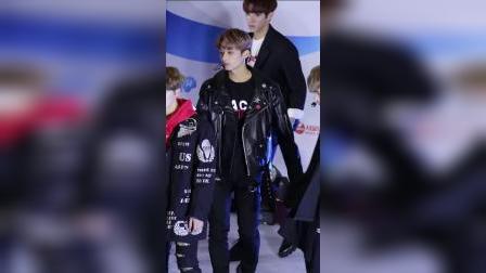 Jun +我不想哭-爱牛奶节 男团舞蹈表演