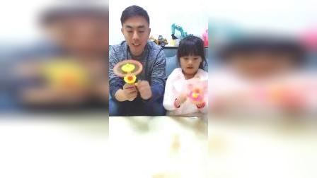 儿童亲子游戏:熊孩子吃货囧事,妈妈手上有什么好吃
