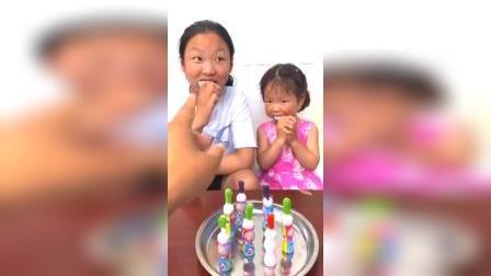 """偷吃""""牙刷糖""""被妈妈发现了"""