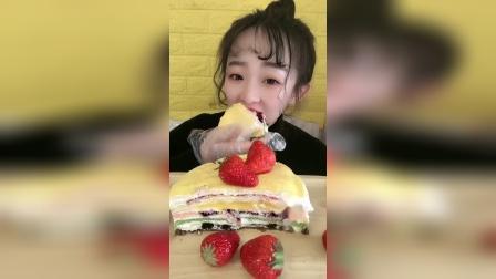 小姐姐直播吃:千层蛋糕