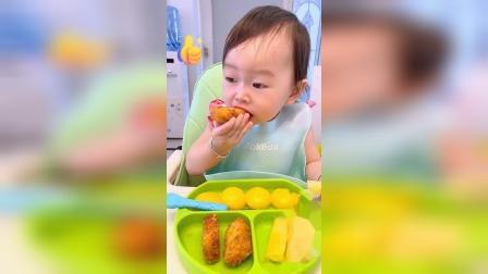 都说我家孩子吃啥都香,有时候看着孩子吃饭,我都有食欲了!