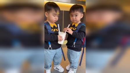 人家都有奶茶,我家的两个小可爱怎么可以没有呢