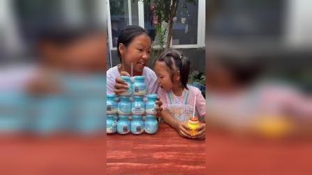 童年趣事:小朋友们觉得妹妹做的对吗?