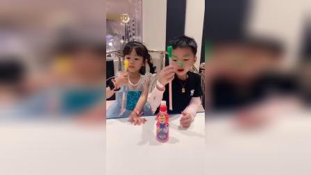 趣味童年:你们开心就好,这个糖真的好吃吗价格吓我一跳