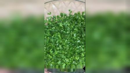 韭菜盒子新做法,不破皮,不露馅,也不用擀面,皮薄