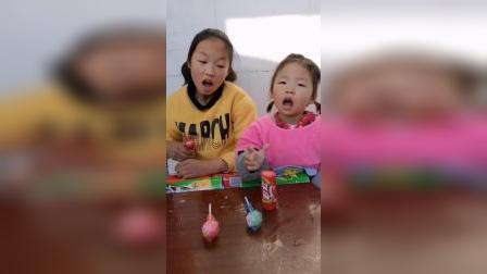 童年趣事:谁的棒棒糖多呢