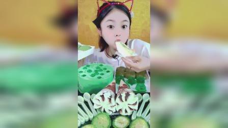 小萌姐试吃:多种抹茶蛋糕,冰激凌,雪媚娘,看着好过瘾呀!