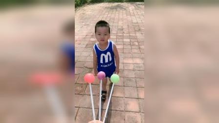 童年趣事:好小的棒棒糖啊!