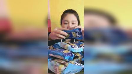 萌姐试吃:卡通小熊巧克力饼干,各种口味都有,你想吃吗