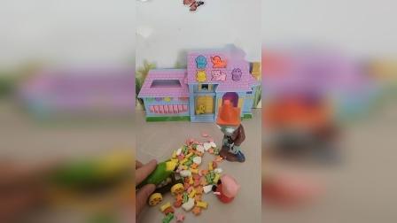 亲子的幼教趣事:僵尸吃了佩奇的糖,玉米大炮来教训他了。