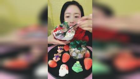 萌姐试吃:圣诞小蛋糕,好看又好吃,甜甜的超美味