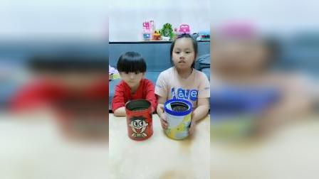 芭比娃娃制作淇淋杯,有四种口味:樱桃、蓝莓、草莓和凤梨