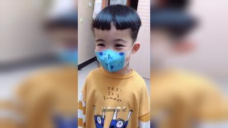 童年趣事:妈妈感冒了,宝宝带上口罩怕传染