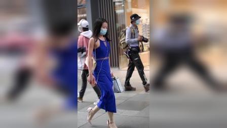 街拍:蓝色妖姬小姐姐