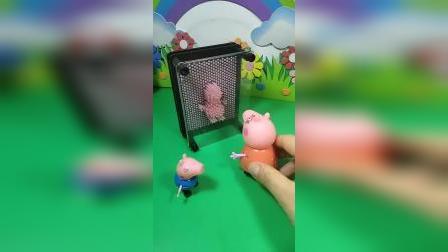 猪妈妈和孩子们一起玩,乔治佩奇可高兴了,猪爸爸也要进来