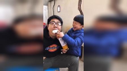 趣味童年:宝贝你给我吃的是什么啊?