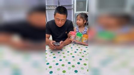 童年游戏:爸爸不给依依买电话