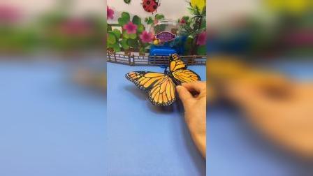 怪兽看见了一个漂亮的蝴蝶,结果小弟来的不是时候