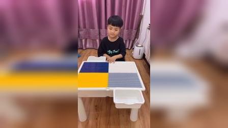 童年趣事:这个桌子好漂亮呀