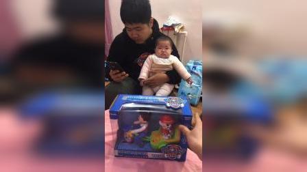 亲子游戏:今天给宝贝买了一个玩具车