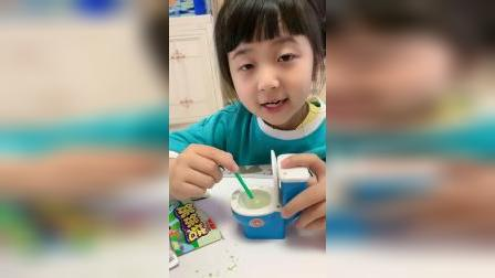 童年趣事:今天给大家做混合味的棒棒糖