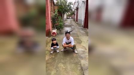 少儿:凯凯和爸爸玩无人机