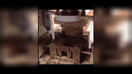 槽钢冲孔冲断机操作