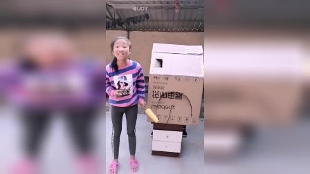童年趣事:小妹妹的玩具箱子真好玩