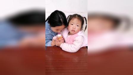 趣味童年:妈妈,姐姐喝我的酸奶