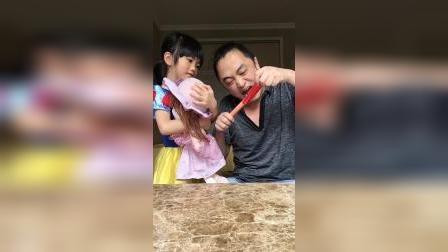 童年趣事:宝宝不要爸爸我吃