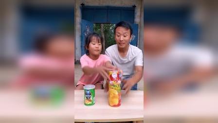 童年趣事:都抢一盒薯片啊!