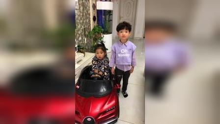 童年趣事:吃糖和玩汽车 选哪个?