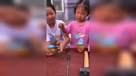 童年趣事:这个罐头要怎么打开呢?