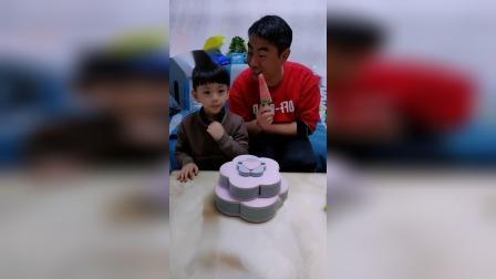 童年趣事:爸爸吃西瓜雪糕,宝贝也要吃
