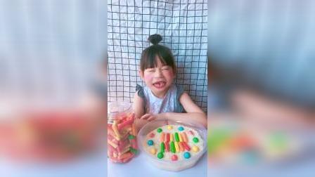 趣味童年:小萌娃的零食都是谁给你买的呀
