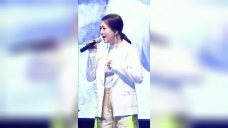 韩国美女 歌唱表演