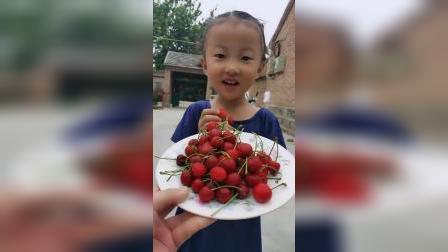 童年趣事:来吃樱桃喽