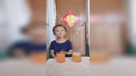 童年趣事:宝贝可没喝你的饮料哦